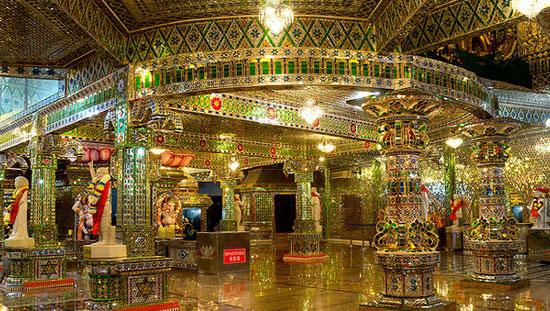 Arulmigu-Sri-Rajakaliamman-Glass-Temple-Tebrau,-Malaysia